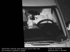 Dikke boete voor bellen in de auto, maar wat zie je op de bewijsfoto?