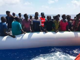 Italiaans reddingsschip haalt 85 bootmigranten uit de Middellandse Zee
