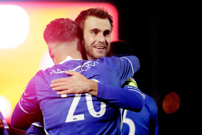 Aanvoerder Danny Verbeek (rechts) viert de 0-2 met doelpuntenmaker Ruben Rodrigues.
