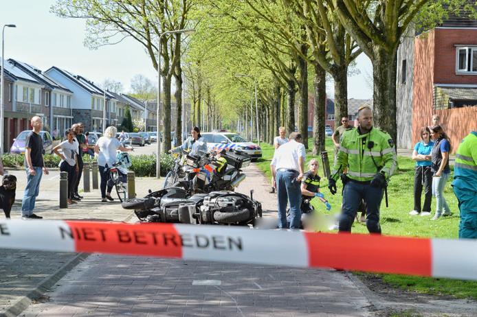 Een motorrijder heeft op een fietspad in Tilburg een kind aangereden. Beide zijn naar het ziekenhuis gebracht.