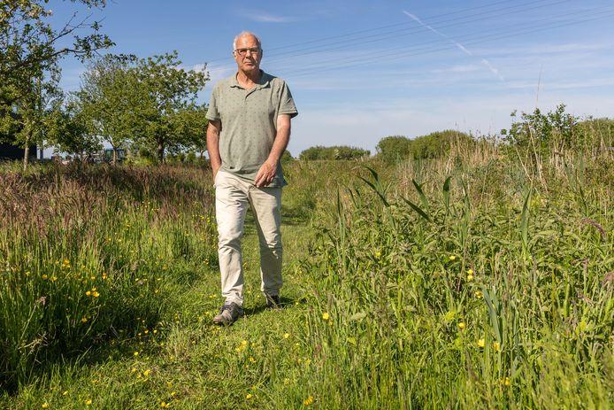 Bram Vat, de voorzitter van de Vereniging voor Weidevogelbescherming. Hij maakt zich zorgen over het toenemend aantal loslopende honden in natuurgebied Staphortsterveld en de impact op weidevogels.