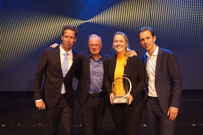 De familie Heijink met de net uitgereikte Family Business Legacy Award.