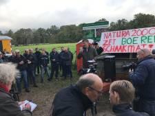Ruim honderd boeren bezetten wegen naar natuurgebied in Winterswijk