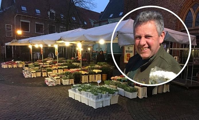 Bessel Nijkamp had zaterdag in ochtendschemering graag zijn kraam weer neergezet in Harderwijk, maar de bloemist was niet welkom.