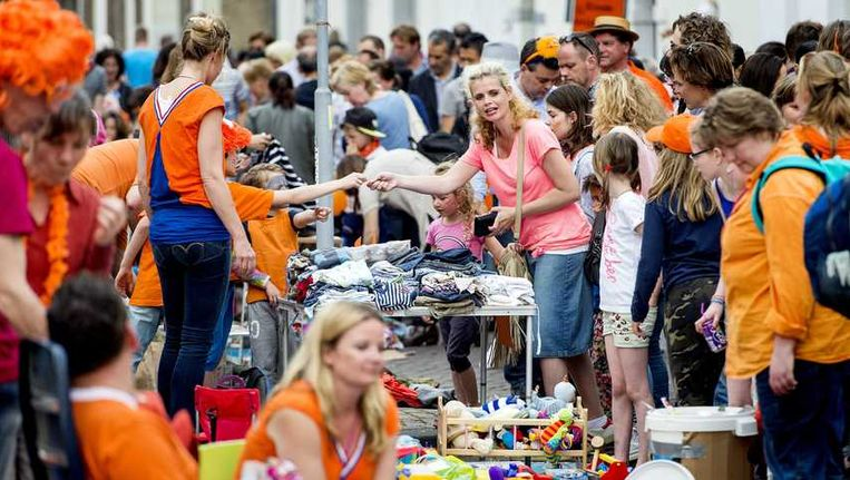 De Utrechtse vrijmarkt die gisteren om 18 uur geopend werd. Beeld anp