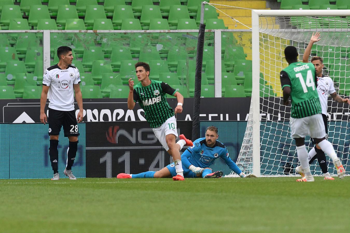 Filip Duricic, een andere oud-eredivisiespeler, heeft Jeroen Zoet verslagen voor het openingsdoelpunt van Sassuolo.