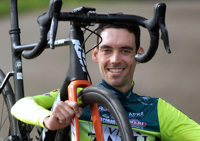 Etienne van Empel uit Geldermalsen maakt tijdens de Giro d'Italia zijn debuut in een grote wielerronde.