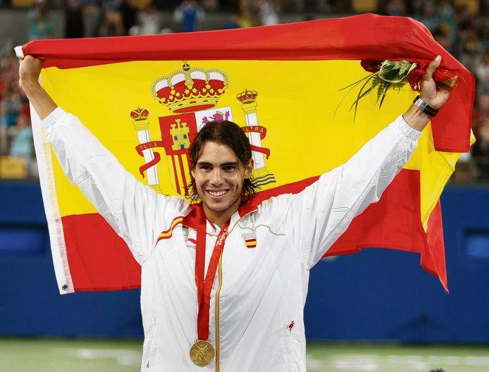 Rafael Nadal nadat hij olympisch goud heeft gewonnen in 2008.