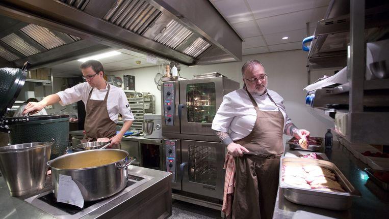 Ricardo van Ede in Odeon. Hij kookt stug door tot december: 'Het liefst zet ik de boel ergens anders precies zo voort.' Beeld Jan van Breda