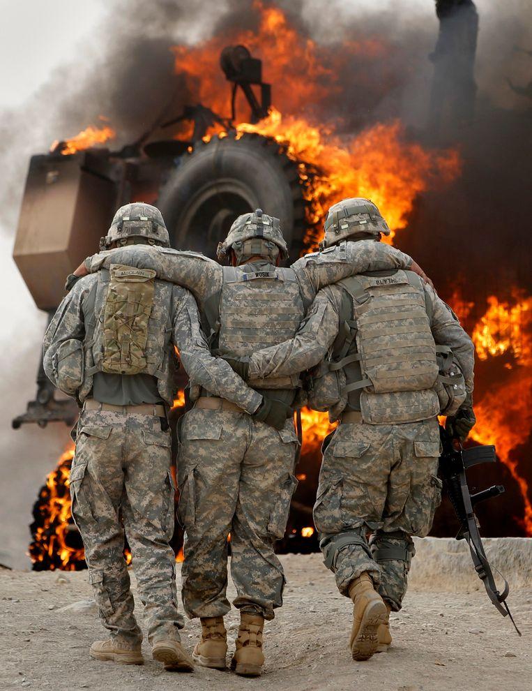 Een Amerikaanse militair is gewond geraakt na een aanslag in het district Arghandab, 2010. Afgelopen dinsdag 31 augustus kwam er na twintig jaar een einde aan de militaire aanwezigheid van de VS in Afghanistan.  Beeld Reuters