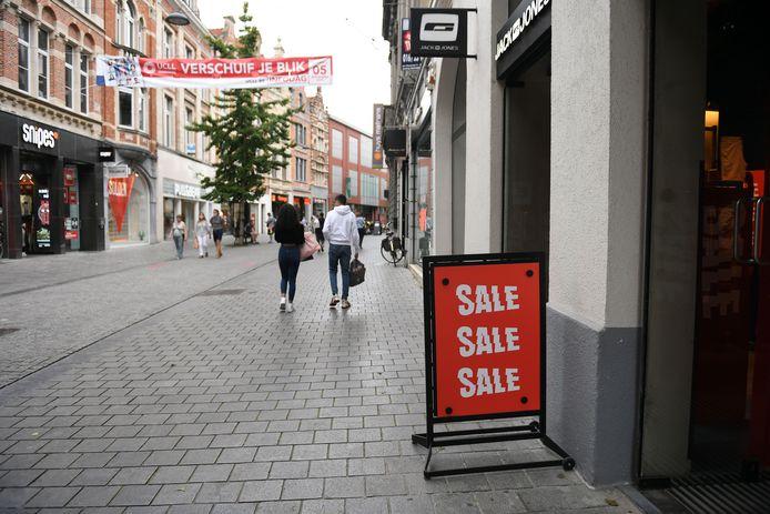 De drukte in de winkelstraten zal voortdurend gemonitord worden.