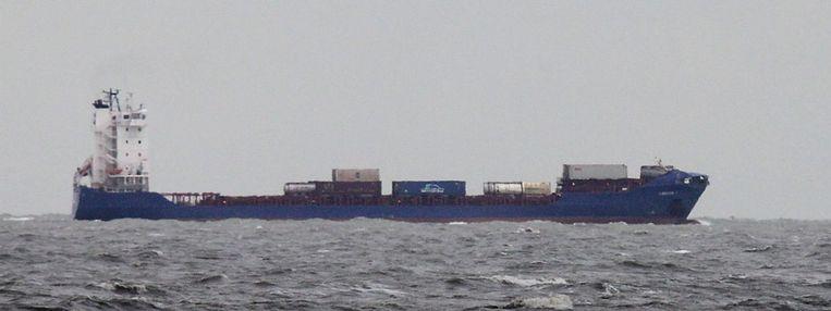 De Corvus J, het schip dat met de Baltic Ace botste, komt er redelijk ongeschonden van af. Beeld EPA