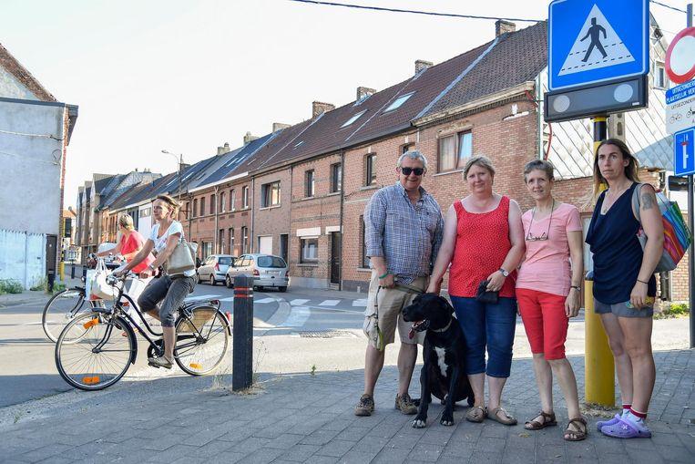 De bewoners van de Bareelstraat. Ze willen doorgedreven en intensieve snelheidscontroles.