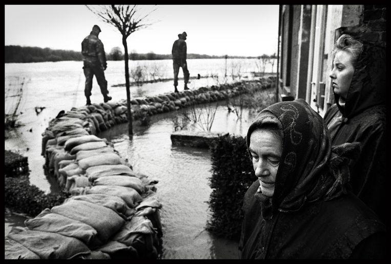 Twee weken lang was Nederland in het gevecht tegen het water. Uiteindelijk hielden de dijken stand.  Beeld Hollandse Hoogte / Marcel van den Bergh