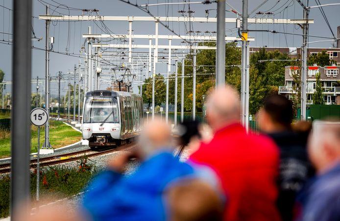 De metro op de Hoekse Lijn bij Maassluis