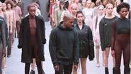 North verstoort modeshow Kanye West met huilbui