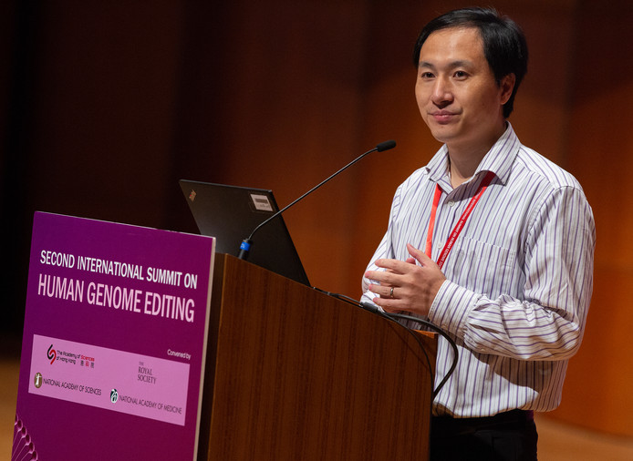 He Jiankui vandaag tijdens zijn presentatie op de conferentie Human Genome Editing in Hongkong.