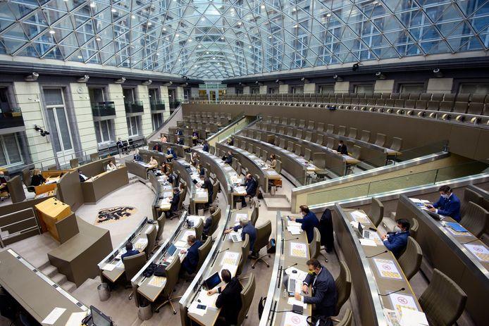 Het Vlaams Parlement heeft woensdag 108 corona-aanbevelingen voor het onderwijs unaniem goedgekeurd.