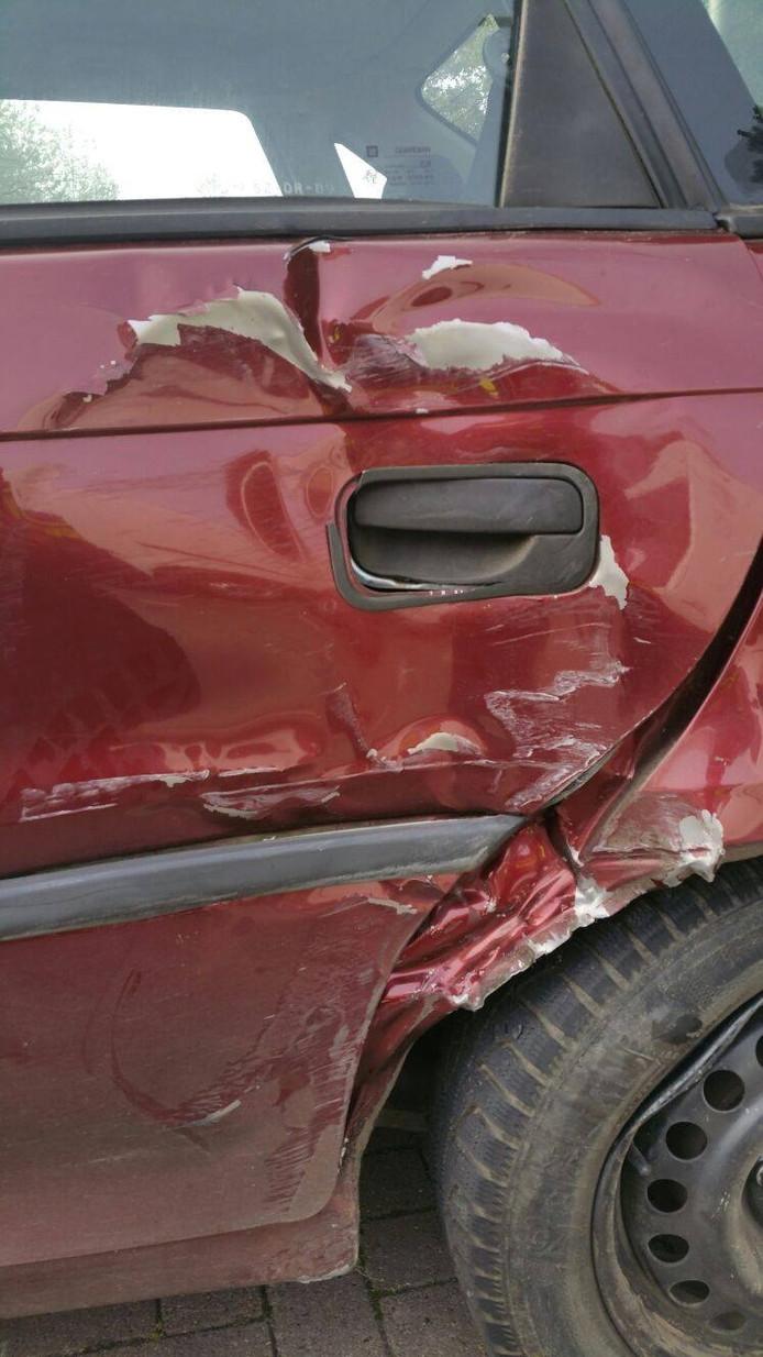De schade aan de auto van de dronken bestuurder in Velp.