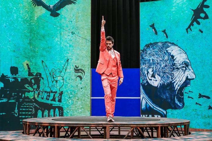 Acteur Vanja Rukavina van Het Nationale Theater/HNTjong tijdens een van de repetities van Trojan Wars