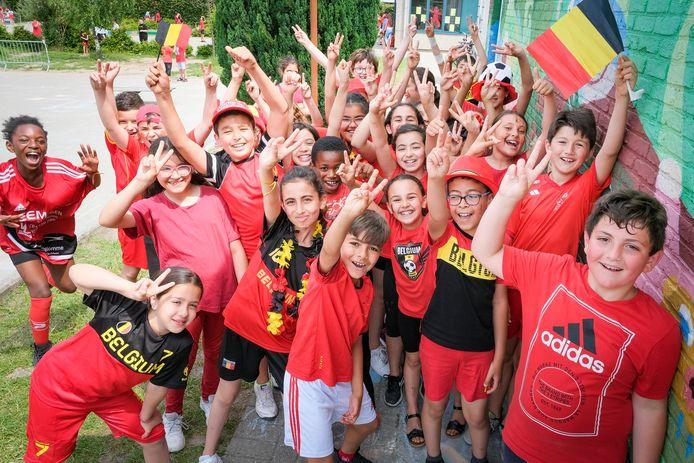 In het schooltje waar Yannick Carrasco ooit zat, duimen de leerlingen voor hem.
