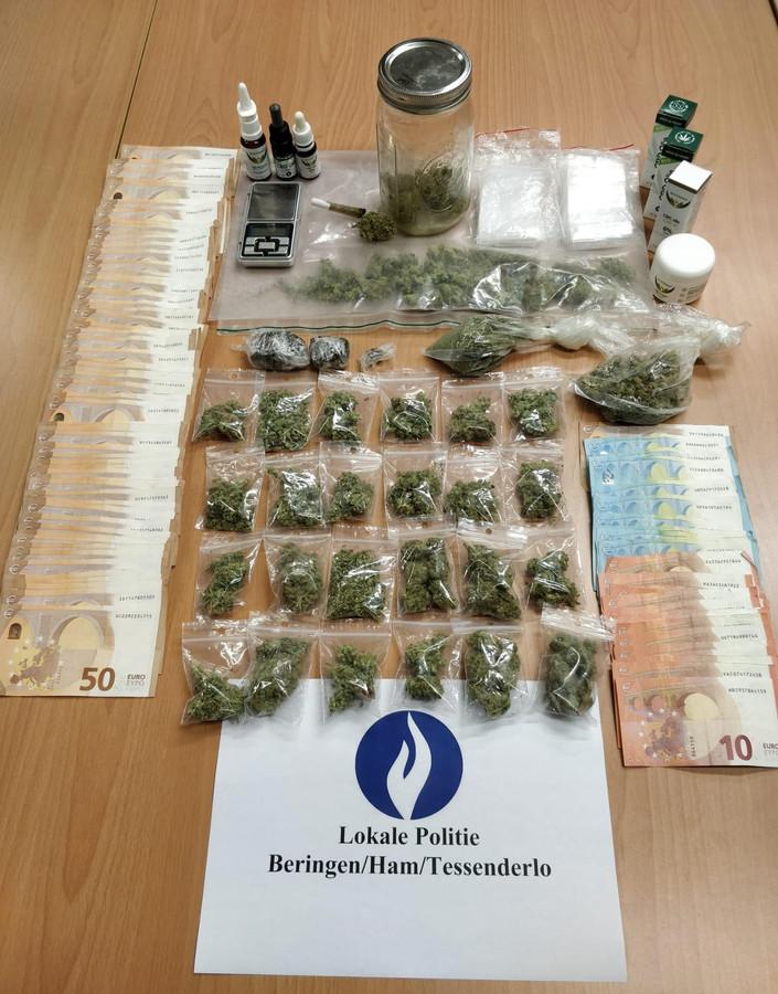 Bij de huiszoeking trof de politie drugs en een grote som geld aan