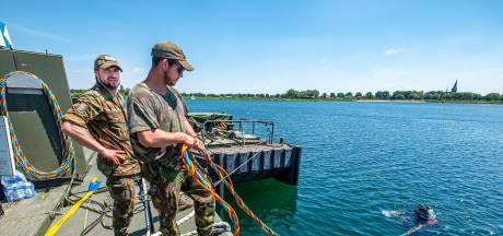 Duikers van Defensie oefenen bij De Kiekuut: 'Het water is hier verbazingwekkend helder'