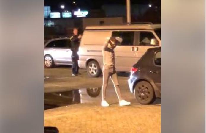 De politie hield de verdachten onder schot tijdens de arrestaties bij de Leeren Lampe in Raalte.
