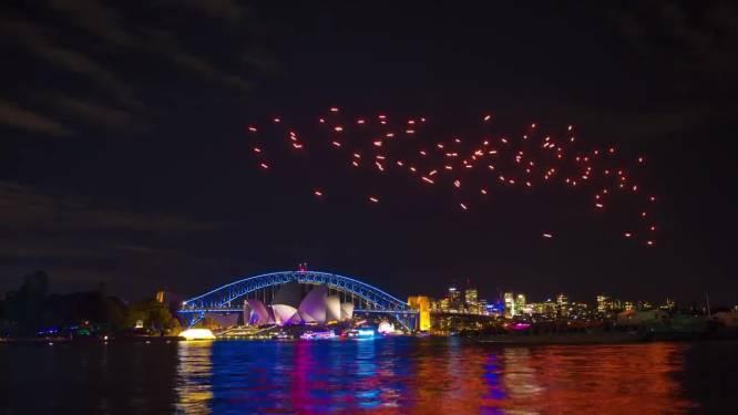 Spectaculaire lichtshow met drones boven haven Sydney