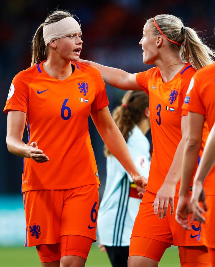 Stephanie van der Gragt in gesprek met Anouk Dekker gehavend met tulband.