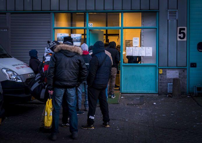 Archieffoto: Haagse daklozen bij de nachtopvang aan de Zilverstraat. Deze locatie is inmiddels gesloten.