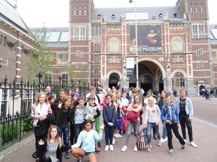 Leerlingen van basisscholen 't Klinket in Koudekerke en De Schute in Biggekerke bezochten donderdag Het Rijksmuseum in Amsterdam.