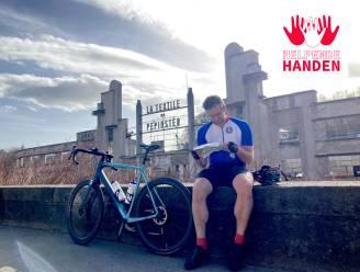 HELPENDE HANDEN. 'Parcoursbouwer' Nick laat mensen fietsen voor het Rode Kruis