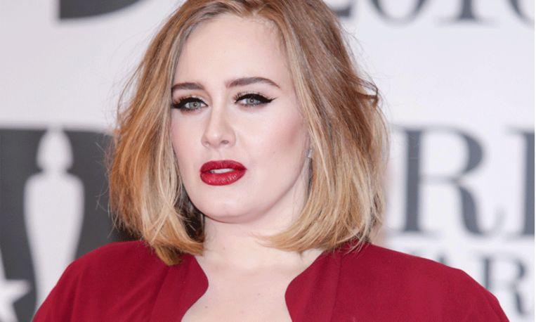 Adele heeft een verrassing na huwelijksaanzoek tijdens concert