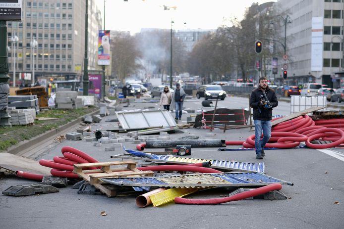 De relschoppers richtten een spoor van vernieling aan in de stad.