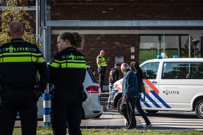 De politie pakte in september bij een school in Roermond een jongen op met een vuurwapen en een bijl.