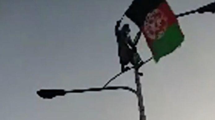 Man met Afghaanse vlag