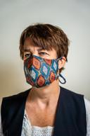 Judy Cerfontaine van Dierbaar Goed met een van haar mondkapjes.