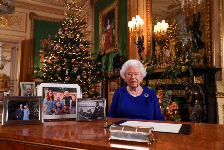 De Britse koningin Elizabeth tijdens haar kersttoespraak in 2019. Beeld EPA