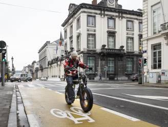 Politici huldigen nieuwe fietspaden op Wetstraat in
