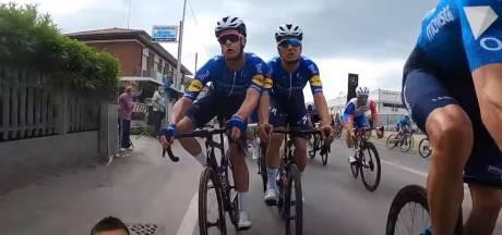 Spectaculaire beelden: Remco Evenepoel en Iljo Keisse ontsnapten in Giro aan zware crash