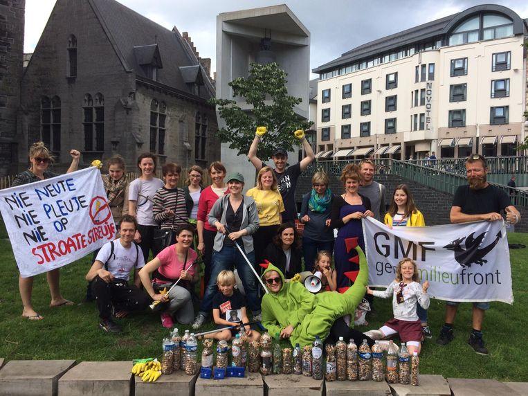 Vrijwilligers van GMF verzamelden in juni meer dan 16.000 peuken op straat