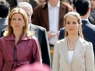 Ophef in Spanje: zussen van koning Filipe lieten voor hun beurt coronaprik zetten voor bezoek aan Juan Carlos in Abu Dhabi