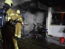 Bewoners flat in Doetinchem schrikken wakker van brandende scooter