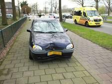 Vrouw botst met auto tegen boom in Helmond
