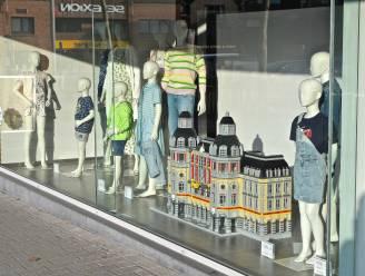 LEGO creaties sieren Izegemse winkeletalages: themawandeling leidt je langs 100 mooie bouwwerken