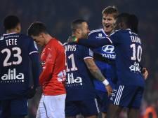Memphis leidt Lyon met twee goals voorbij Nîmes, assist Tete