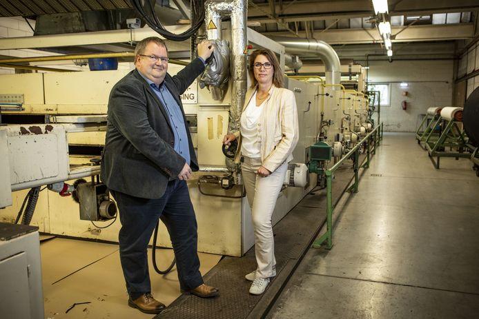Directeur productie Henri Brookhuis en commerciaal directeur Yvonne van den Berg van Van Heek Textiles willen inzetten op duurzaamheid. Van het aardgas af en over op waterstof.