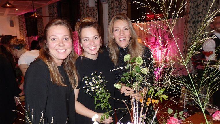 Julie van der Kluft (RTL Boulevard), Patty de Block (Unieboek) en bloemstylist Lucinda van der Ploeg: