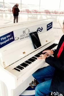 Van beste stationspianist naar zingende pompbediende: Aristakes (67) blijft altijd bezig met muziek